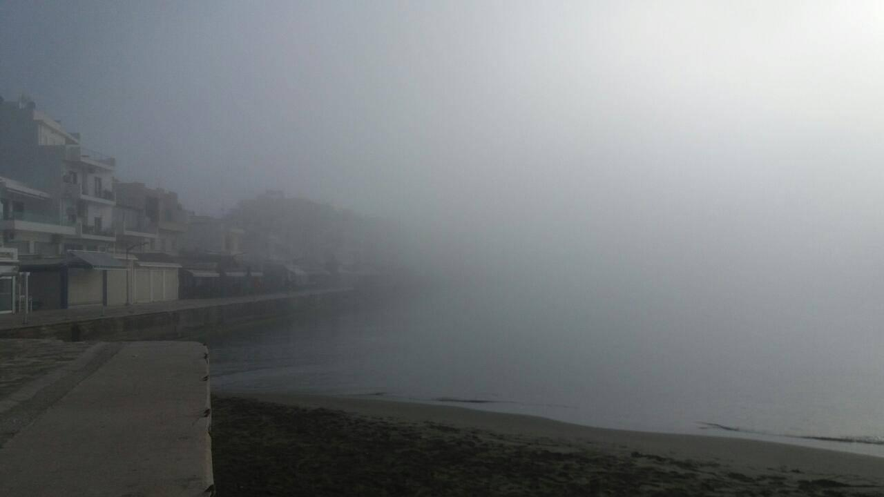 Город Иерапетра погрузился в туман