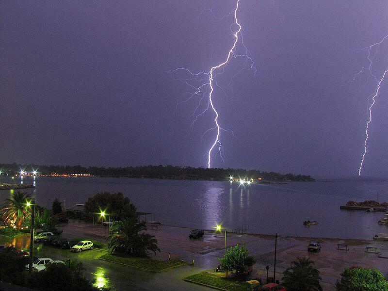 800px-double_lightning_in_glyfada-athens